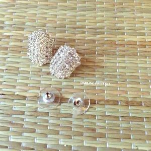 SPARKLY CRYSTAL STUD EARRINGS